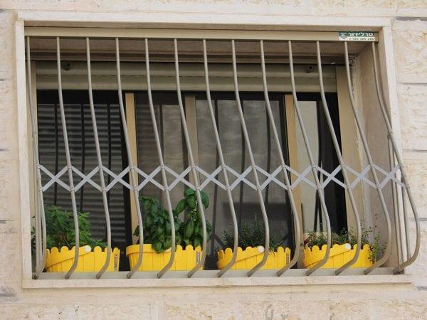סורג בטן לחלון