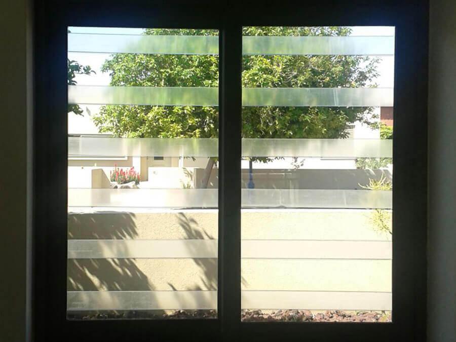 סורגים שקופים מבט מבפנים