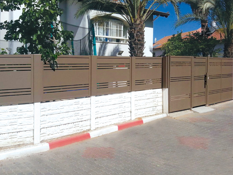 HouseFence_Brown_1468847511