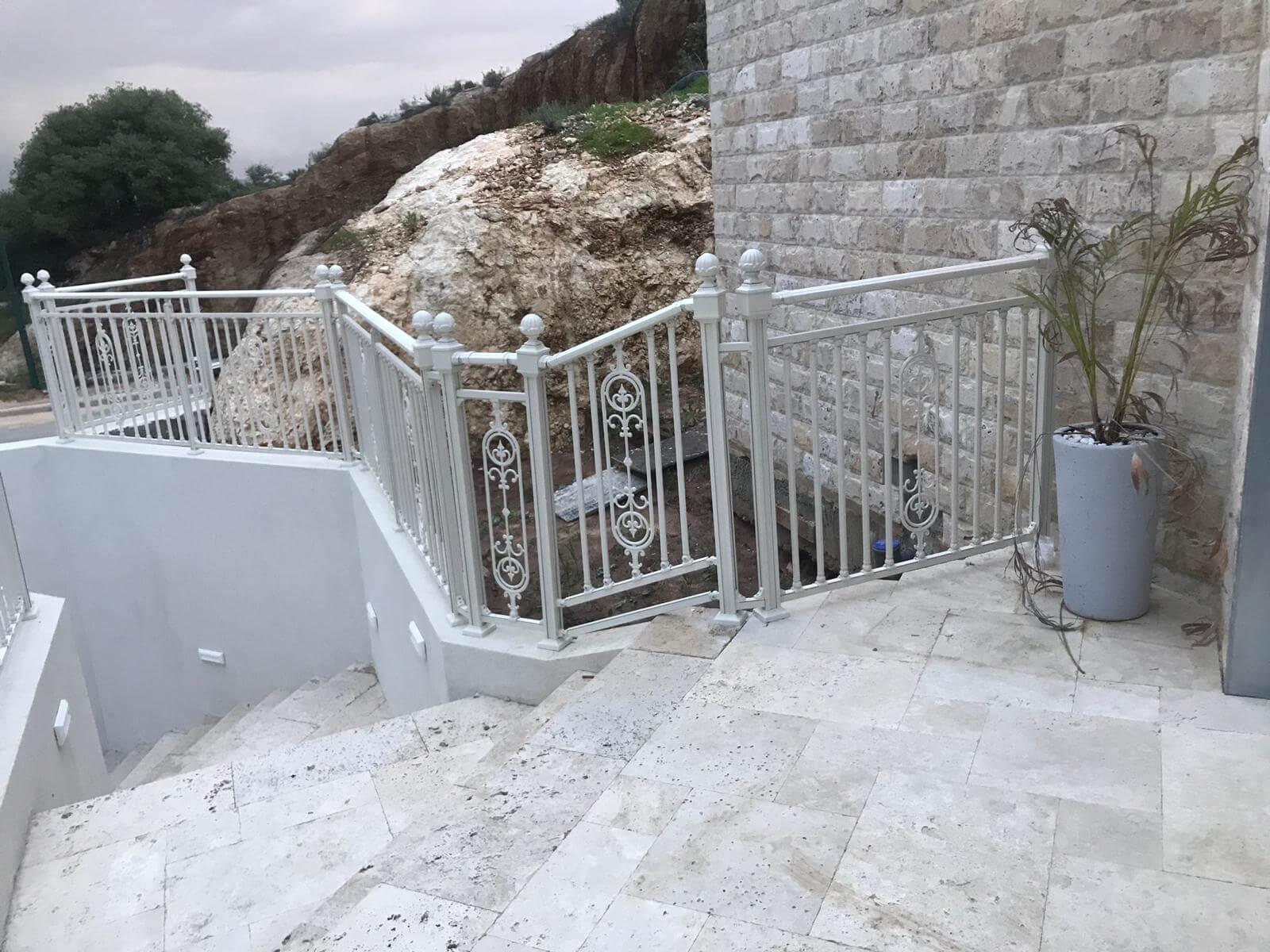 גדר לבית ולגינה