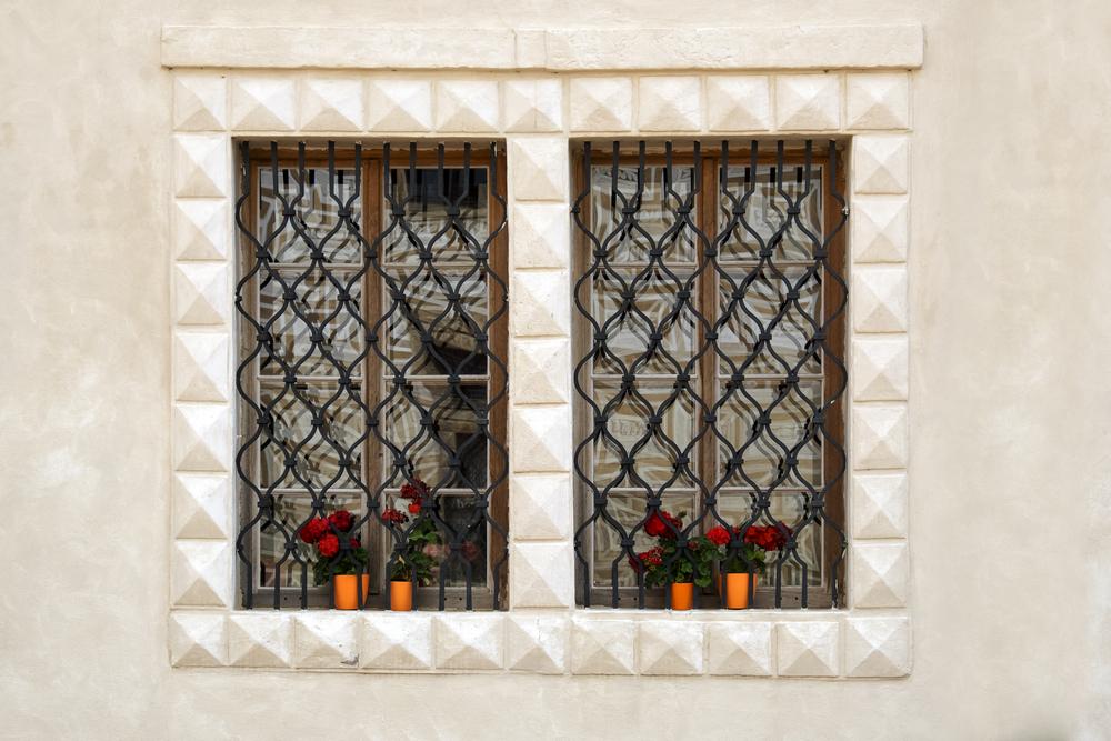 סורגים מעוצב לחלון