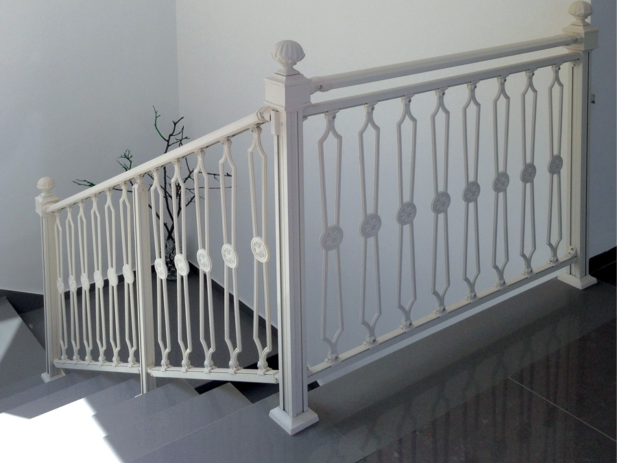 מעקה מדרגות
