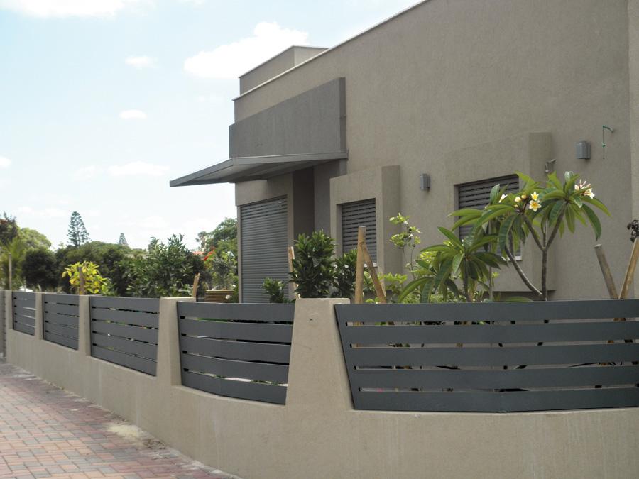 גדר אלומיניום בצבע אפור