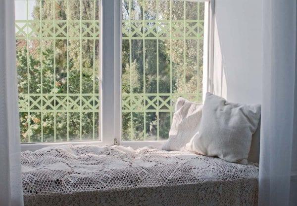 סורג לחלון בצבע ירוק