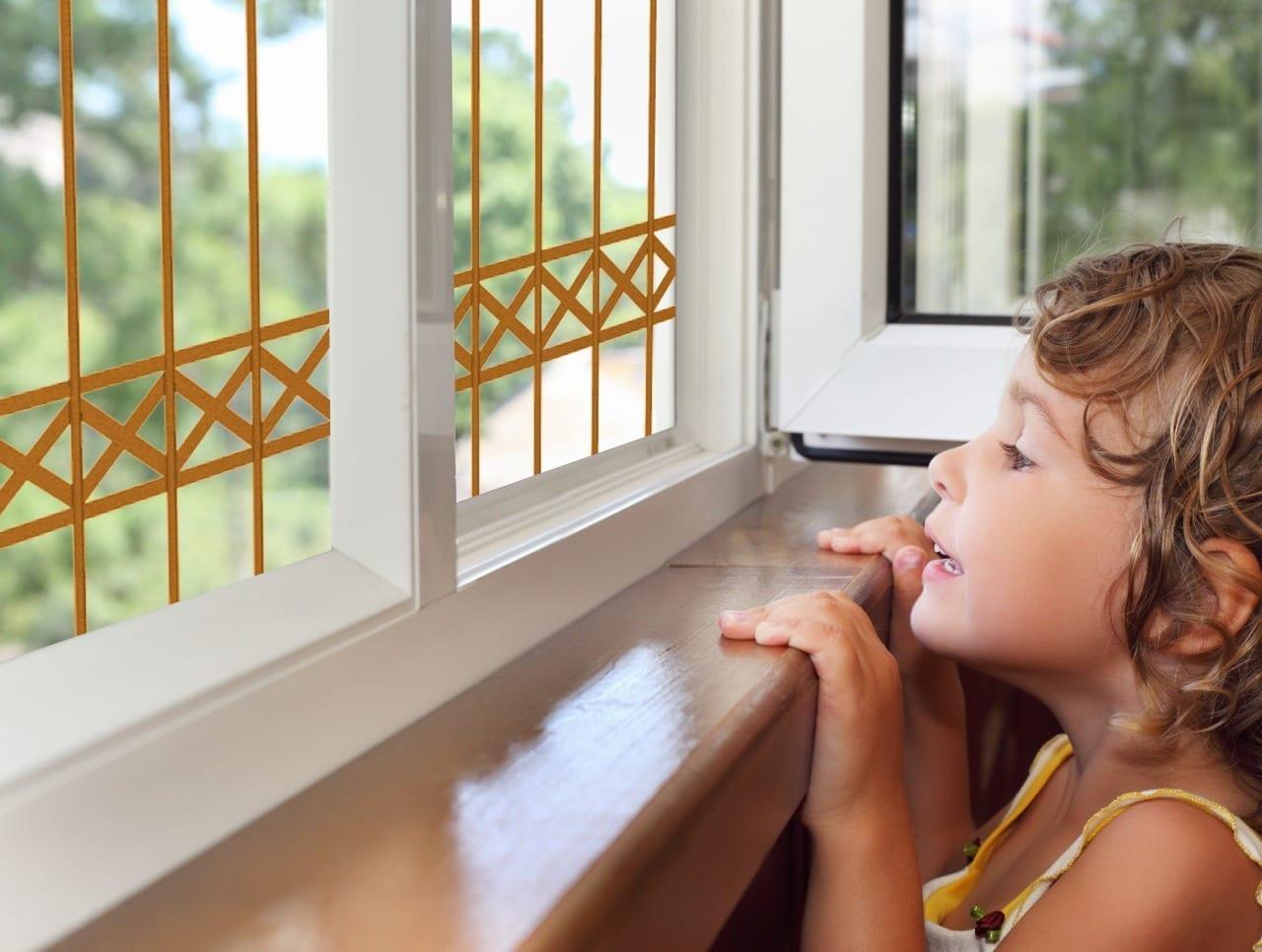 סורג מעוצב לחלון במגוון צבעים