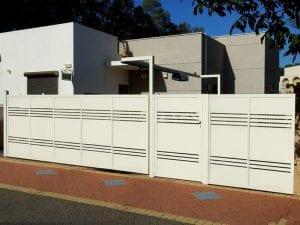 שער חנייה וכניסה מאלומיניום