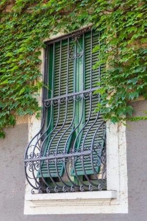 סורג ברזל לחלון ארוך
