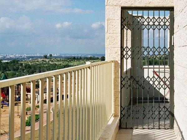 סורג דלת לפתח כניסה לבית