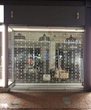 דלת נגללת לחנות