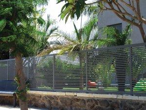 גדר אלומיניום מעוצבת לפי מידות של הגינה שלכם