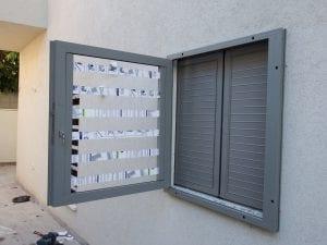 סורג שקוף נפתח לחלון ממד