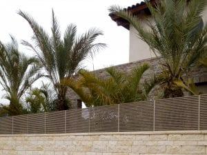 גדר אלומיניום בצבע ברונזה