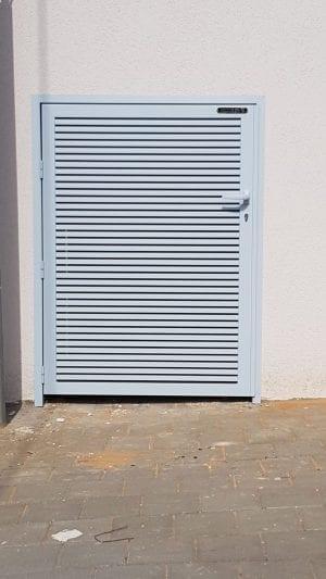 דלת רפפה לסגירת פחים וארונות תקשורת