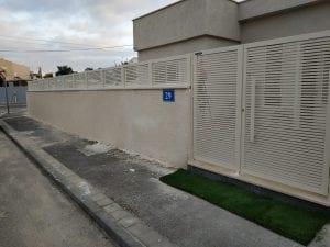 שערים בשילוב גדרות אלומיניום
