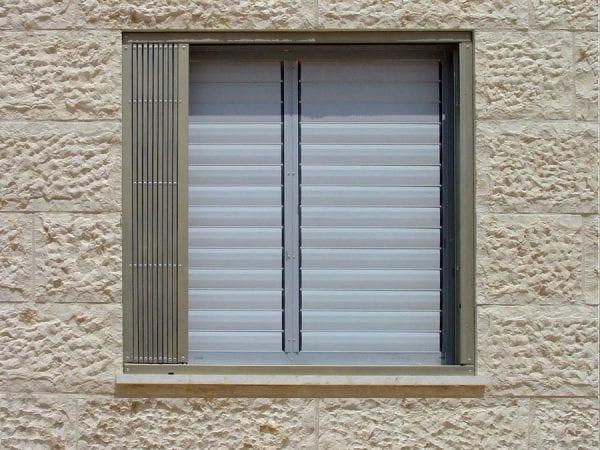 סורג מתקפל אקורדיון לחלון