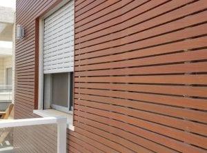 חיפוי קירות באלומיניום דמוי עץ