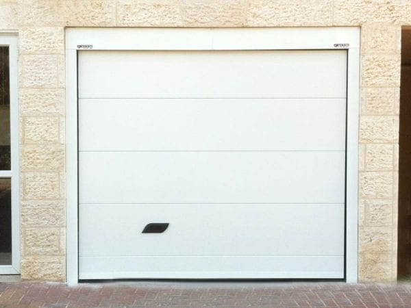 דלת פנלים לחנייה פרטית
