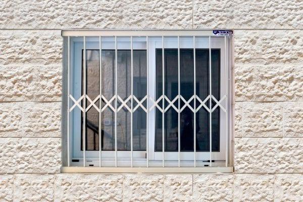 מגוון סורגים לחלון