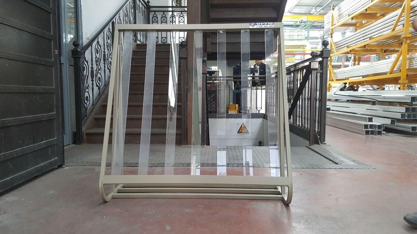 הייצור של סורג שקוף במפעל סורגים של טרלידור - בהתאמה אישית לחלון של הלקוח