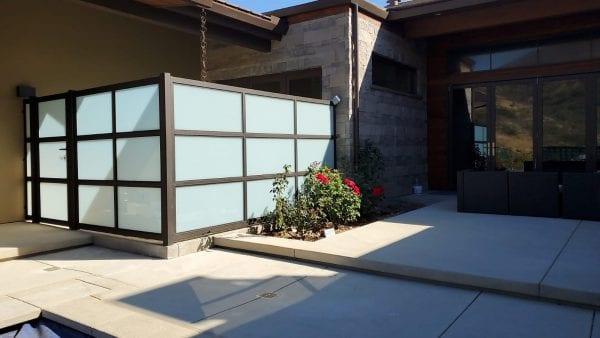 גדר אלומיניום בשילוב זכוכית