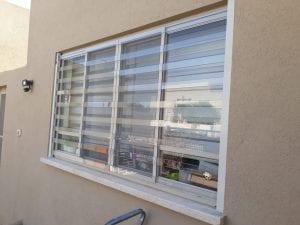 סורג שקוף לחלון גדול רחב מאוד