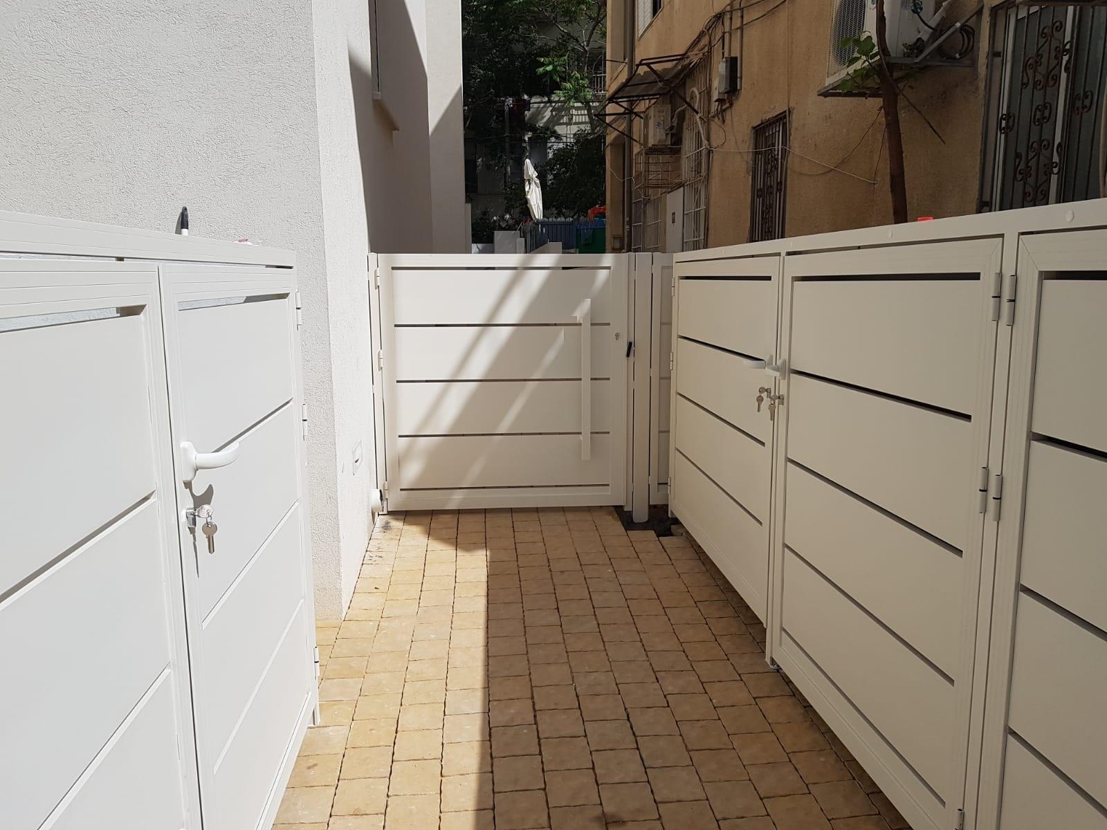 מגוון דלתות אלומיניום