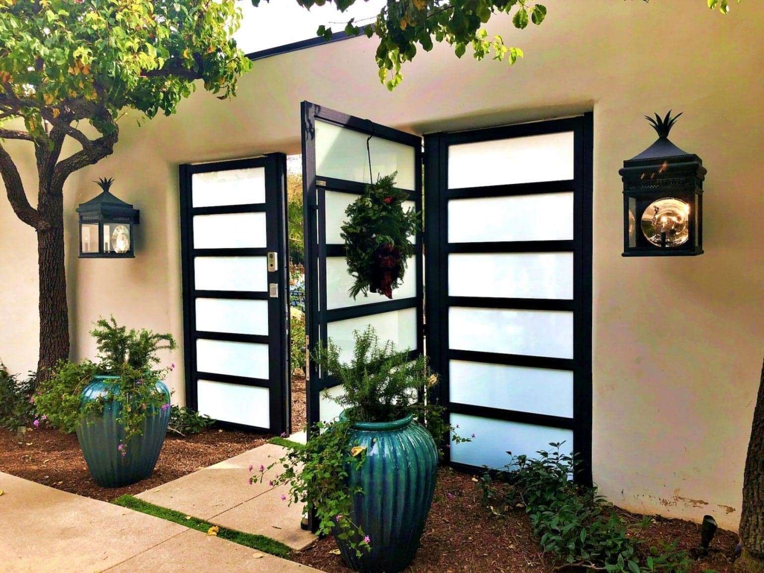 דלתות זכוכית בשילוב אלומיניום