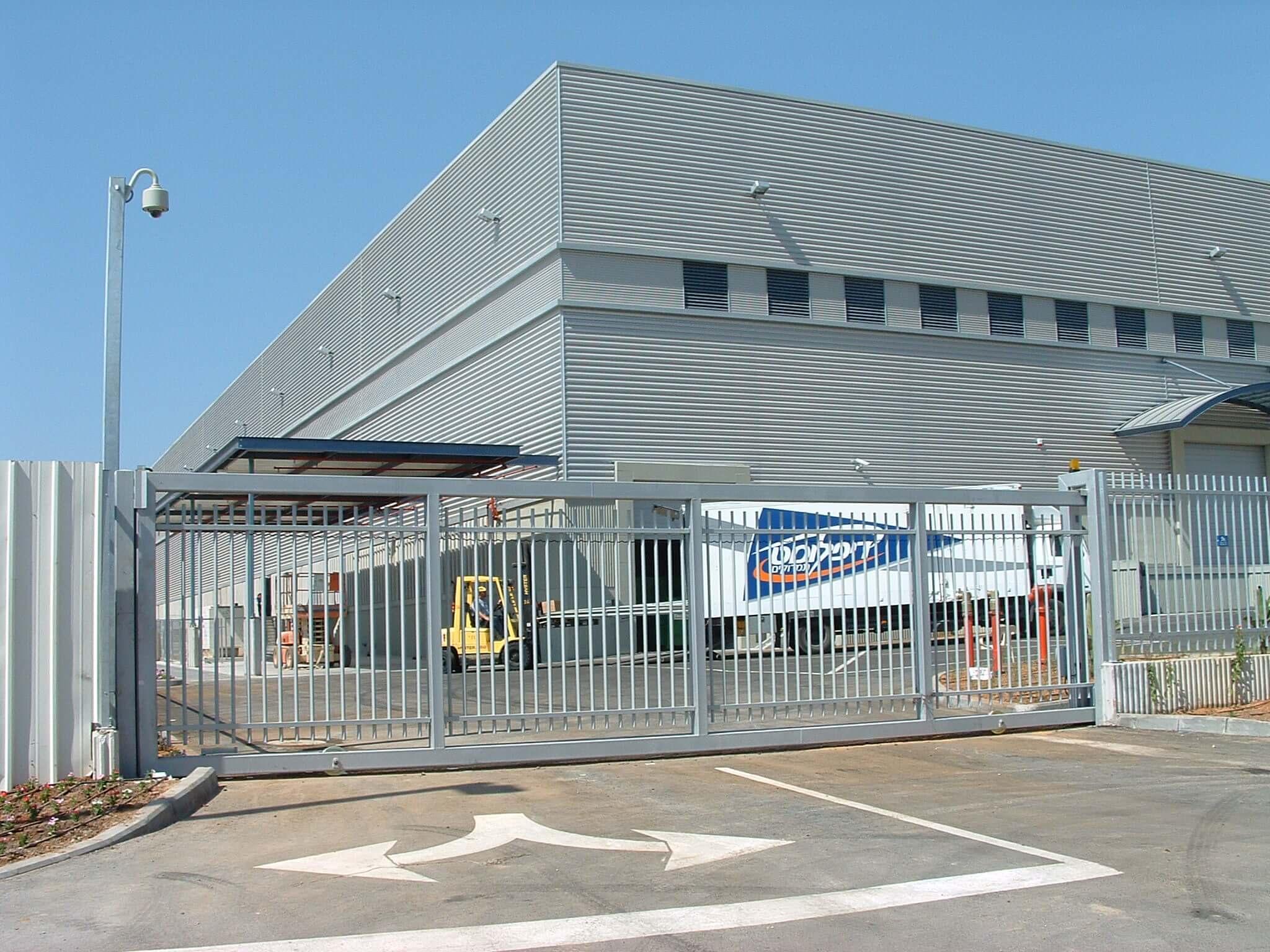 שער אוטמטי נגרר - כניסה למפעל