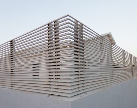 גדרות אלומיניום - תמונה מקרוב לגדר אלומיניום פרופיל הייטק זוויתי