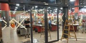 התקנת דלתות אוטמטיות במרכז קניות