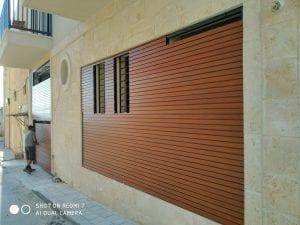 חיפוי קיר אלומיניום דמוי עץ