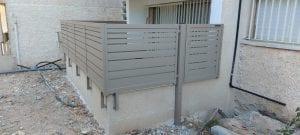 גדר מסביב למרפסת