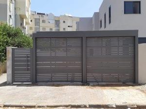 שער חנייה פרטי מאלומיניום משולב שער כניסה