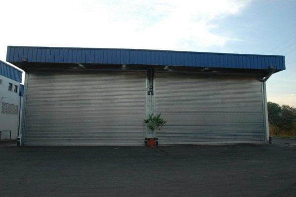 דלת נגללת למוסך