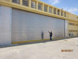 דלת האנגר לפתק גדול