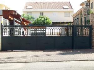 שער מעוצב לבית פרטי