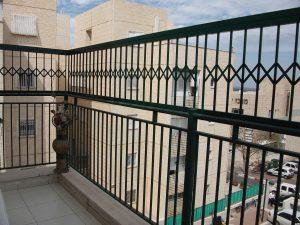 מעקה בטיחות למרפסת שמש