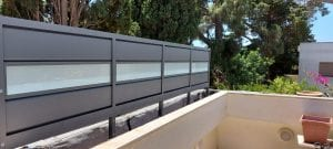 התקנה של גדר אלומיניום משולב זכוכית