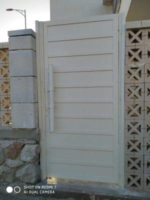 דלת כניסה לחצר אטומה