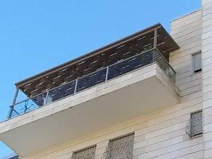 התקנה של פרגולה במרפסת