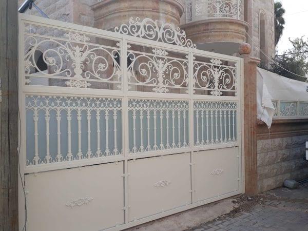 שער חנייה מעוצב