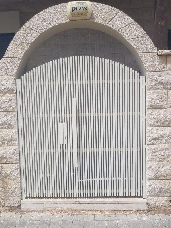 שערים מעוצבים לבית פרטי