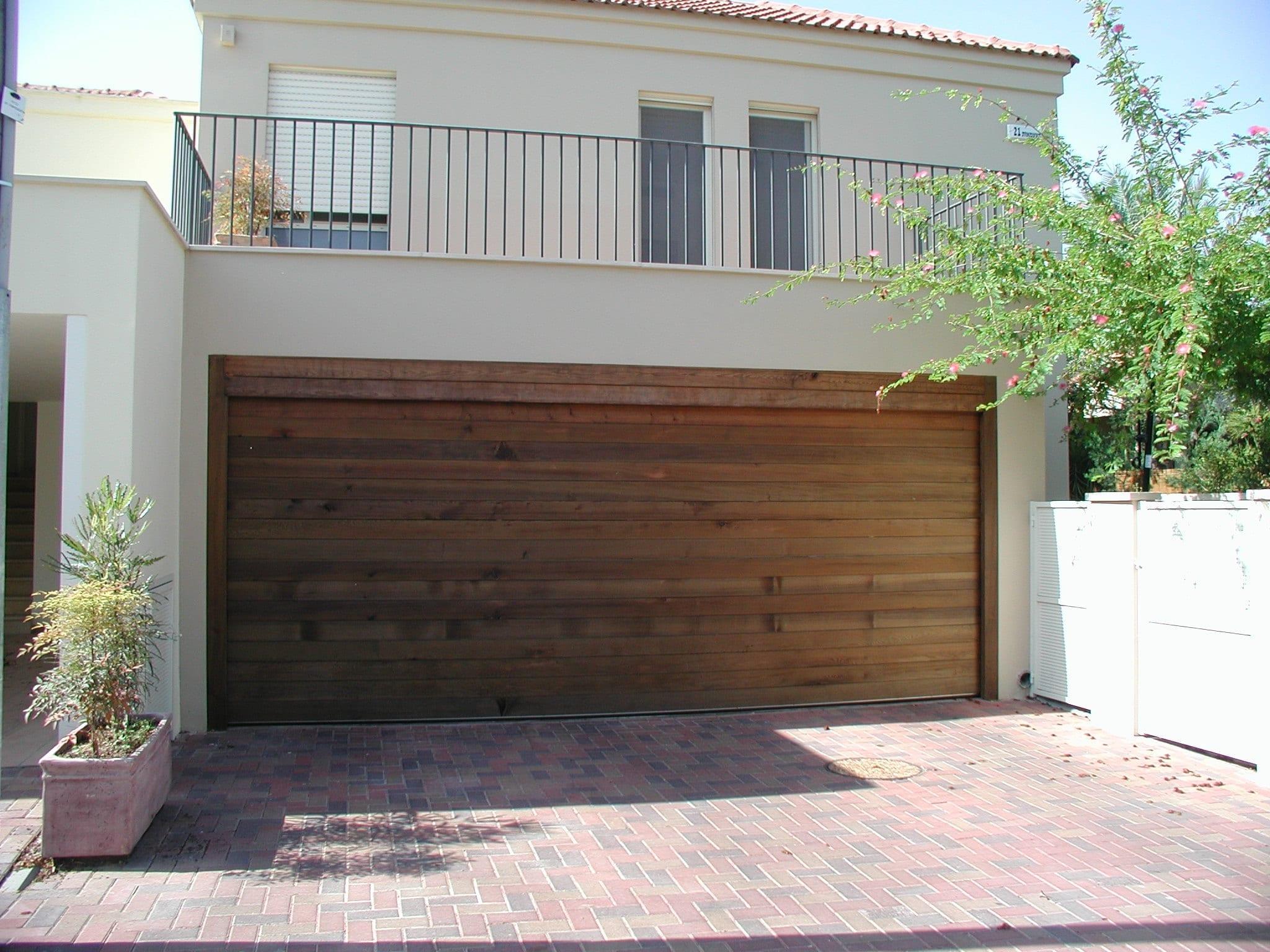 דלת פנלים מאלומיניום עם חיפוי אלומיניום כמוי עץ