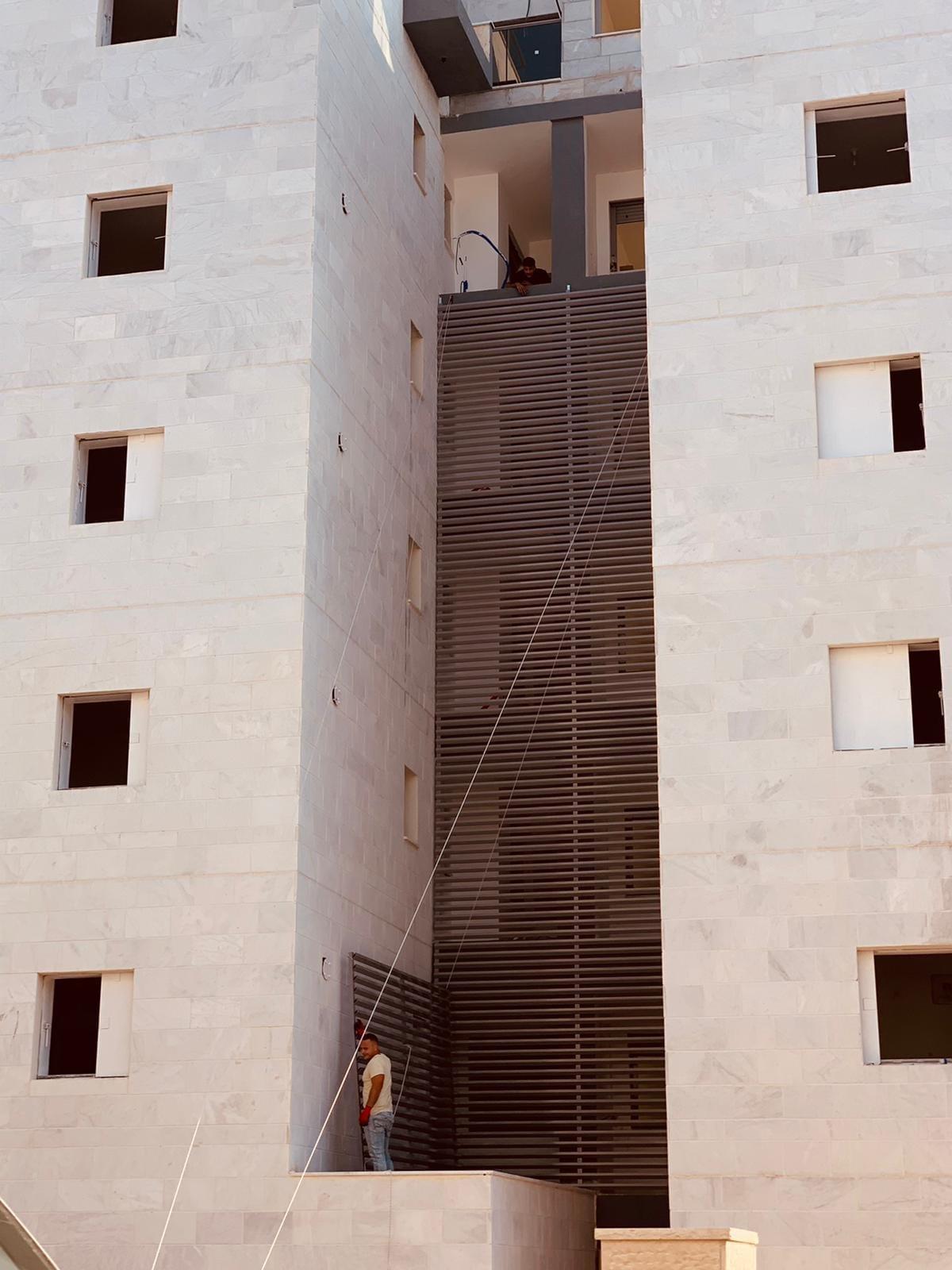 פתרון אלומיניום לבניין מגורים