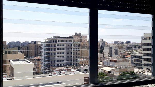 סורג שקוף לחלון