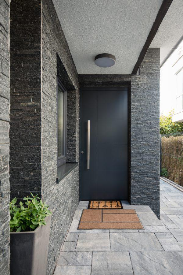 דלת אלומיניום פשוטה