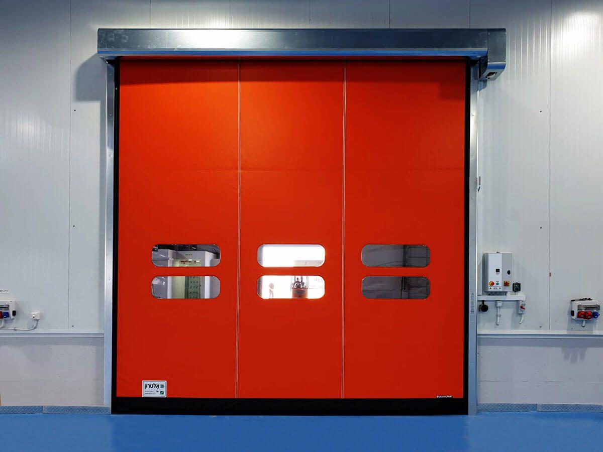 דלת מהירה במגוון צבעים ומגוון גדלים לכל פתח במפעל ייצור או מחסן קירור
