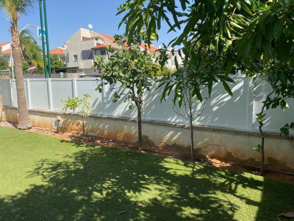 גדר אטומה לגינה